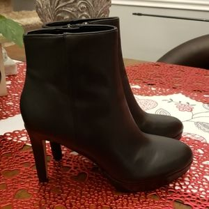 Nine West heeled bootie